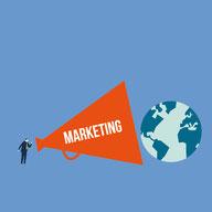 """Ein Mensch spricht durch ein großes Megafon mit der Aufschrift """"Marketing"""" zu der als Globus dargestellten Welt."""