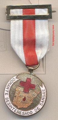 Cruz Roja Española, Medalla Org. para Donador de Sangre con Brilliant y Oro. Época del Franquismo. (Medalla Rara).