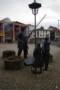 Monn mid da long Stong, Mann mit der langen Stange, Marktplatz, Dudweiler, Zoltan Hencze, 1989, Paul und Paula 1991