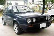 古い型の車のイメージ写真