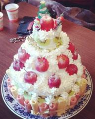 毎年恒例の特大ケーキ降臨!今年は最高人数30人分でした!