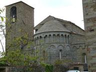 La fantastica chiesa romanica di Gropina visibile dal BB Alloro