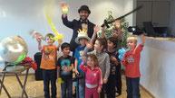 Egal wie groß der Kindergeburtstag ist. Mr.Magic und das Team Kindsalabim unterhalten die kleinen Gäste.