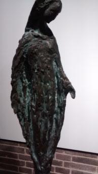 Virgen del Rosario. Susana Polac. Bronce.75x25cm. Convento de Ntra Sra de Atocha en Madrid