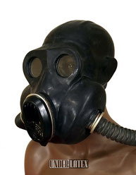 schwarze Gasmaske PBF russisch Latex in schwarz von seitlich vorn gesehen