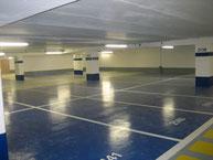sol en résine dans un parking