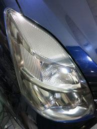 トヨタ・アイシスのヘッドライトの曇り・黄ばみ・劣化の除去(修理・修復)、右側修理後4