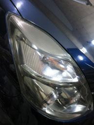 トヨタ・アイシスのヘッドライトの曇り・黄ばみ・劣化の除去(修理・修復)、右側修理後3