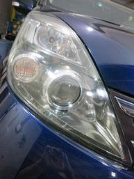 トヨタ・アイシスのヘッドライトの曇り・黄ばみ・劣化の除去(修理・修復)、右側修理後1前
