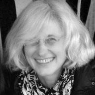 Inhaberin Gabriele Waschka des Schmuckgeschäfts Marie-France, Juwelier-der-Natur in Hamburg Osterstrasse. Spezialist für Edelsteine , Ketten und Mineralien