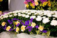 葬儀場の祭壇 花