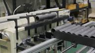 Automatische Be- und Entladung durch ein Materialhandhabungssystem