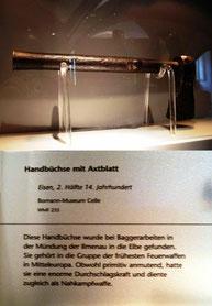 Handbüchse mit Axtblatt