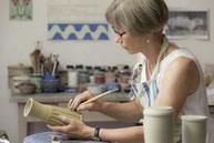 Gudrun Vogel Keramik Herstellung einer Vase