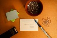 Büromaterial und Visitenkarte