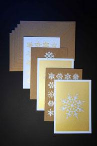 Weihnachtskarten mit Schneeflocken von Silke Weihnachtskarten mit Schneeflocken und Gold von Silke Decker. Sie sind sehr gut geeignet als Weihnachtskarte für Freunde und Kunden.