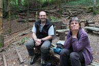 Förster und Waldkindergärtnerin am Waldplatz