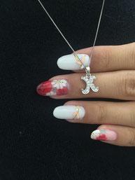 ダイヤモンドネイルで使われるダイヤモンドは小さなダイヤですが、厳選されたダイヤを使用。