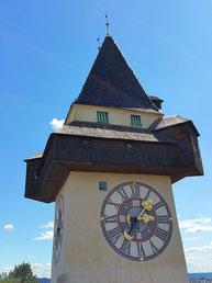 Der Uhrturm in Graz mit dem merkwürdigen Zifferblatt