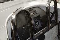 fertige GFK Subwooferkiste mit 2x 20cm Bässen von Emphaser im Alfa Romeo Spider