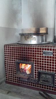 キッチンスタジオ自慢の釜戸に火がつきました!