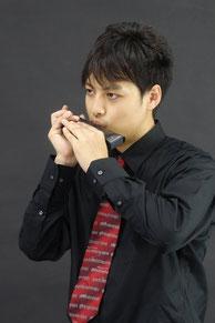 クロマチックハーモニカ奏者 岡 直弥