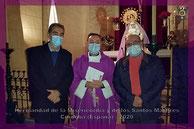 El consiliario, junto al Hermano Mayor y al Vocal de Caridad