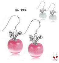 Parure boucles d'oreilles pendantes et pendentif pomme blanche opale