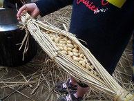 手作りの稲ワラ納豆の味は、市販のものと全く違うことに驚きますよ。