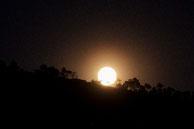 Lever de lune sur la colline