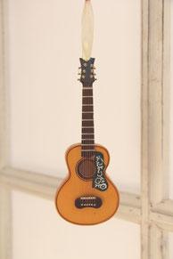 Miniaturgitarre aus Holz, 14 cm lang