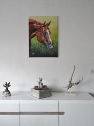 Das Pferdeacrylgemälde aufgehängt an der Wand bei Familie Pfaff (Foto: Pfaff)