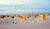 Strandkörbe am Cuxhavener Sandstrand.