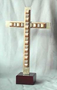 Modernes klassisches Holzkreuz