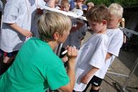 Mobile Fussballschule Autogrammstunde mit Sandra Minnert Fussballcamp