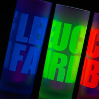 Ob neongelb, leuchtorange, cyan, magenta, rot, pink, violett oder apfelgrün wir bringen Leuchtfarbe auf unsere Produkte - das kann wirklich niemand mehr übersehen. Setzen Sie ein Zeichen mit Signalfarben.