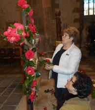 03/2016-de magnifiques célébrations (ici : le Christ fleuri à St Jean du Doigt pour le temps Pascal)