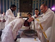 03/2016-Le baptême des jeunes et d'adultes bien sollicité (ici, baptême de Jasmine à St Matthieu)