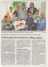 Die Comenius-Schule erhält eine Spende für den Kulturfreitag.