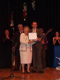Dª Lola Limorte junto al Alcalde de Albatera