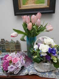いただいたお花が玄関を飾っています