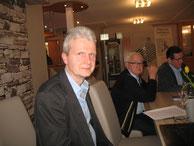 Hartmut Lueken, Ehrenvorsitzender Karl Behrens und Kassenwart Johann Damke