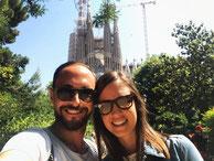 Bewertung für Barcelona by locals Reiseführer. Reisende vor der Sagrada Familia.