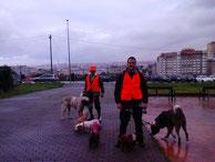 Clase de paseador canino profesional en plaza de Visma (AÑO 2014).