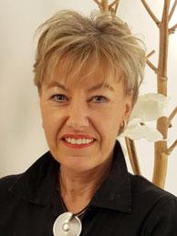 Martina Schlosser -  in der Parfümerie Christ in Grünberg