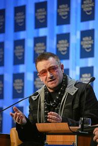 2008年のダボス会議に参加したU2のBono。音楽の世界のリーダーだって参加。CC BY-NC-SA 2.0 by World Economic Forum