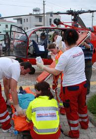 Der staatliche Rettungshelikopter in Tirana im Übungseinsatz mit SFI