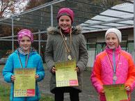 Siegerehrung der W11: Kim Maya Scheel, Leni Körner, Lediana Berger