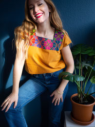 Damenbluse mit Kurzarm, Sommerbluse, Sommermode, Shirt, T-Shirt Damen, Stickerei, mexikanische Boho Bluse, weisse Bluse, kurze Bluse, Bluse für Jeans, hippie Mode, ethno, folklor, bunte Bluse, handmade, Stickerei per Hand
