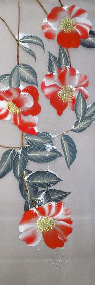 宝居智子「雪に姫椿」 絹・岩絵具 36x12cm